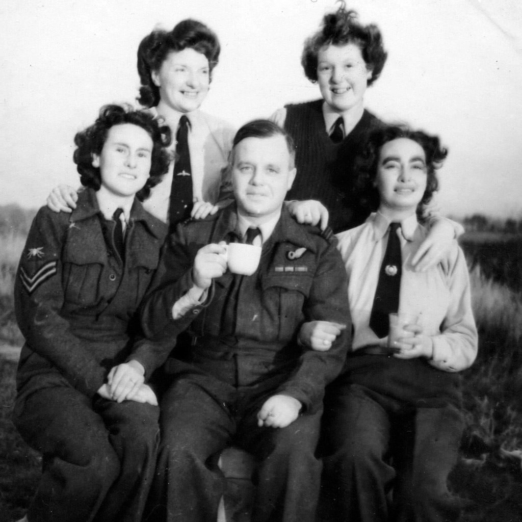 1940 Radar Group England Daphne Harrell