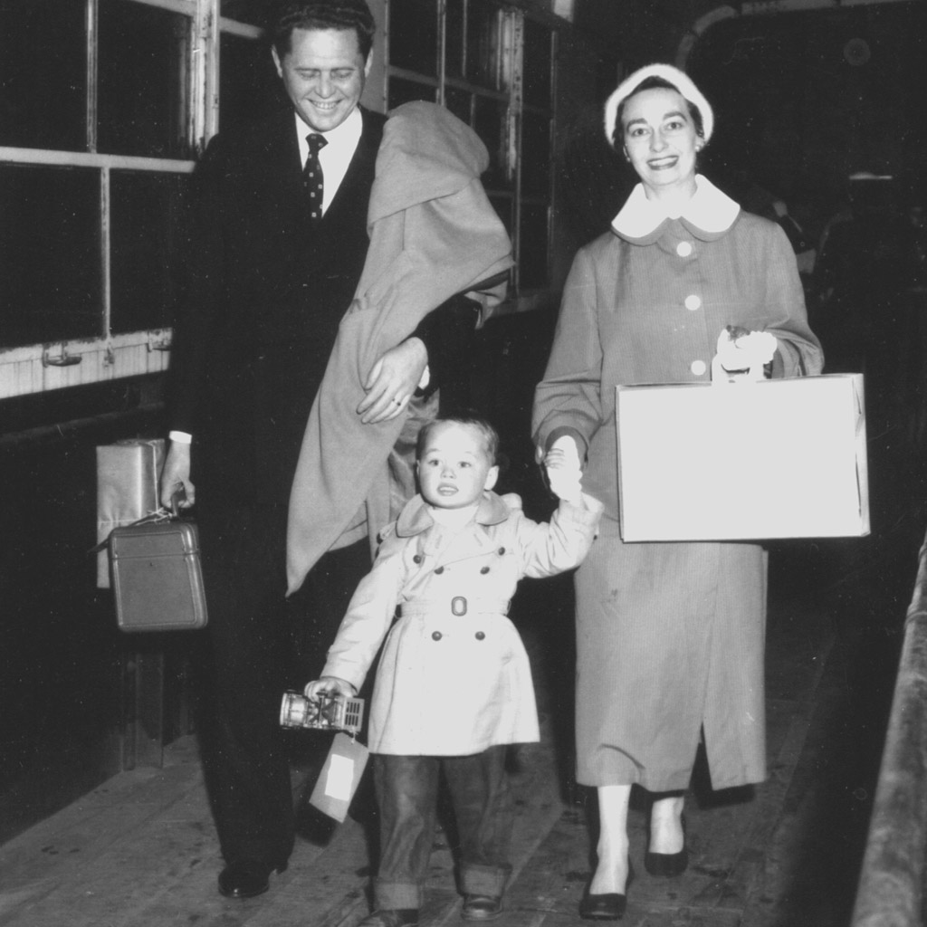 1956 Daphne & Wilson arriving in NYC