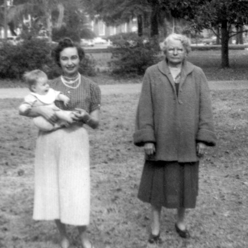 1958 Daphne Alvina and Niki