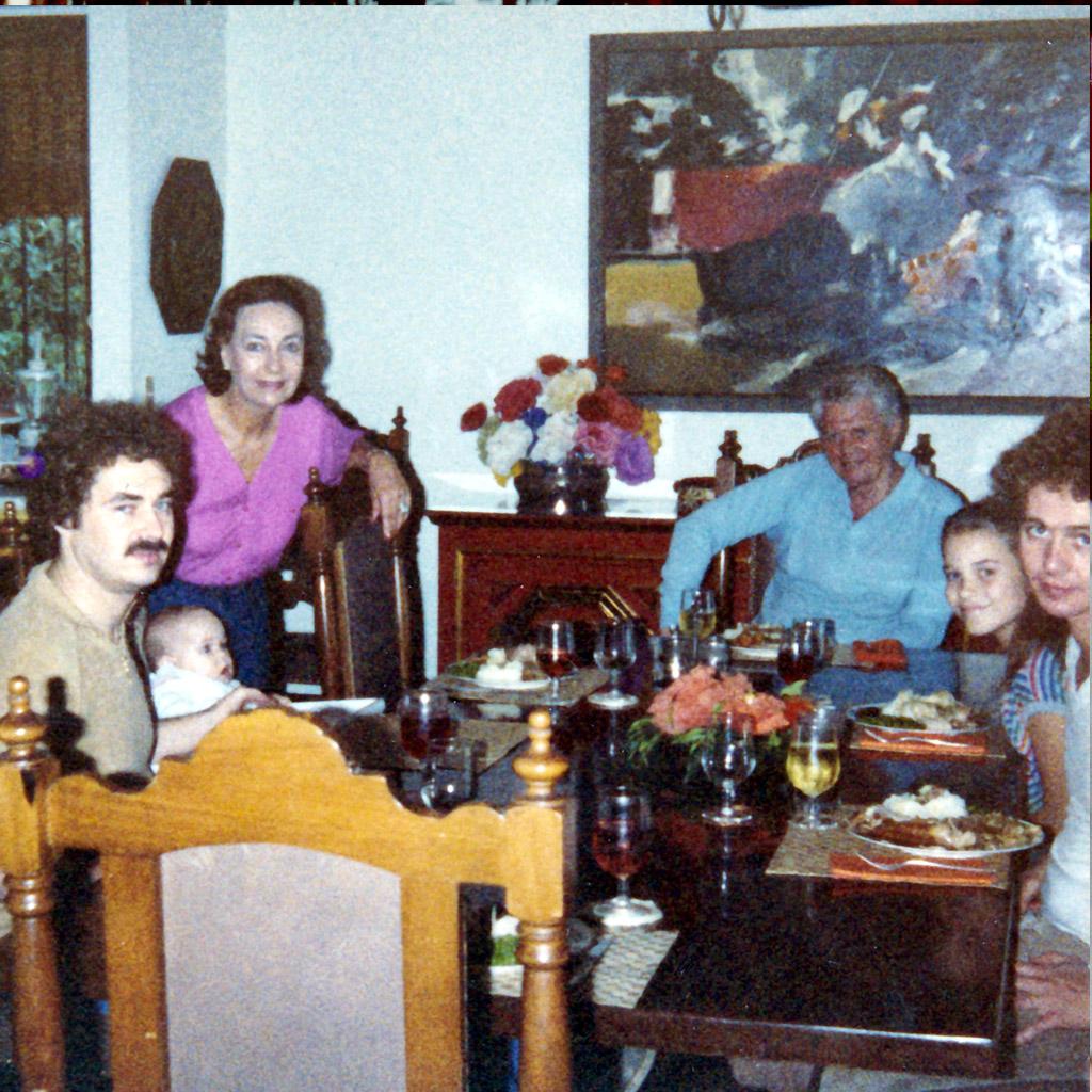 1980 Thanksgiving Daphne's family in Jacksonville