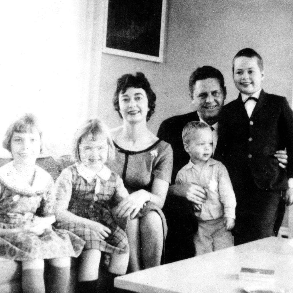 Dec 1960 Daphne''s Family in Southport