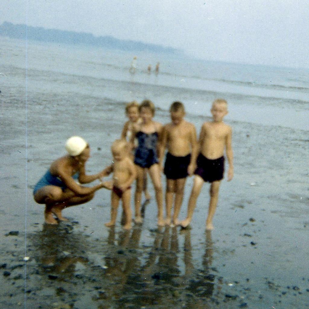 Oct 1960 Daphne on Beach on Long Island Sound Southport